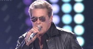 David Hasselhoff Performs '80s Medley on American Idol - Video